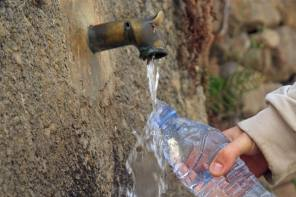 The Pros and Cons of Drinking Roadside Spring Water